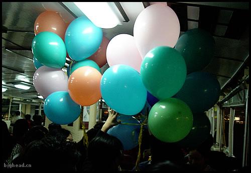 好大一坨气球